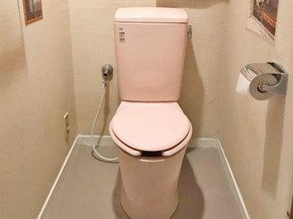 トイレリフォーム 便器と一緒にクッションフロアも取替え清潔感のある空間になったトイレ