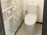 トイレリフォームアクセントクロスが可愛らしいトイレ