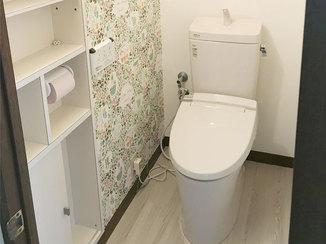 トイレリフォーム アクセントクロスが可愛らしいトイレ