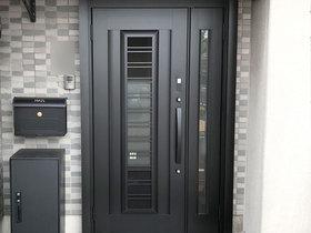 エクステリアリフォーム黒で統一したかっこいい玄関ドア&ポスト&宅配ボックス