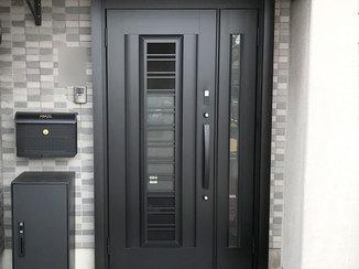 エクステリアリフォーム 黒で統一したかっこいい玄関ドア&ポスト&宅配ボックス